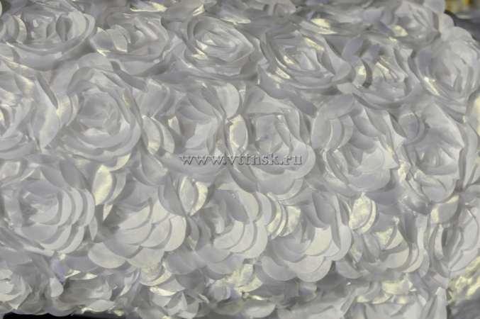 Атлас с нашивными розами (крупные) БЕЛЫЙ №38